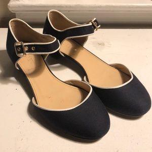 Great navy summer shoe!